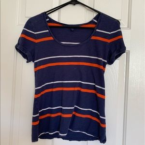 A short sleeve GAP shirt .